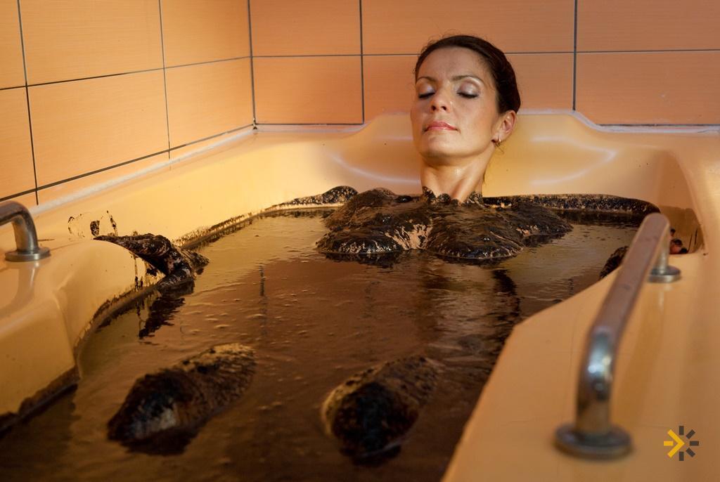 Студентка принимает ванную в чем мать родила  500165